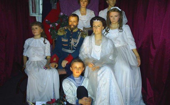 Музей восковых фигур Петергофа