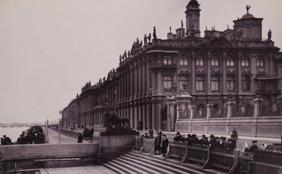 Пристань у Зимнего дворца