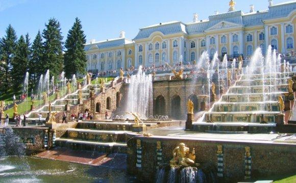 Петергоф: дворцы, фонтаны и